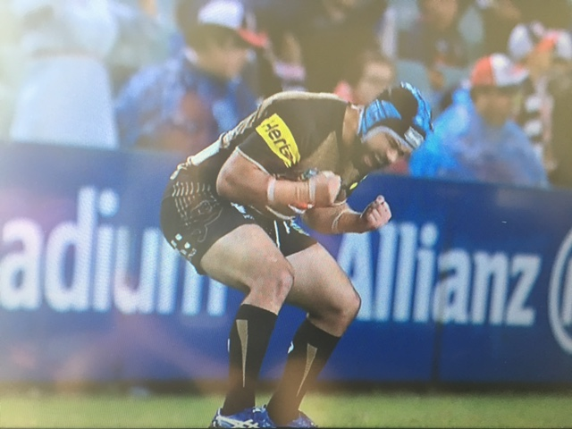 Jamei Soward forces a dropout in the 6th minute